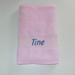 Lyserødt Lbadehåndklæde med navn på