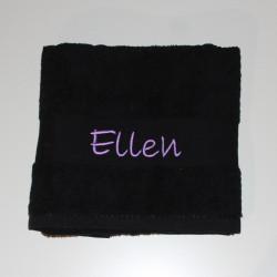 Sort håndklæde med navn på