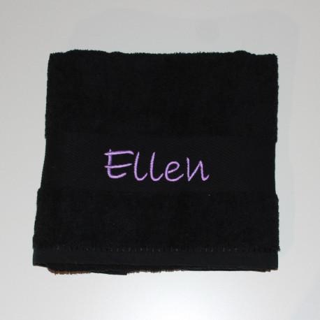 Sort badehåndklæde med navn på