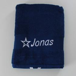 Mørkeblå badehåndklæde med navn på