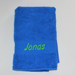 Blåt badehåndklæde med navn på